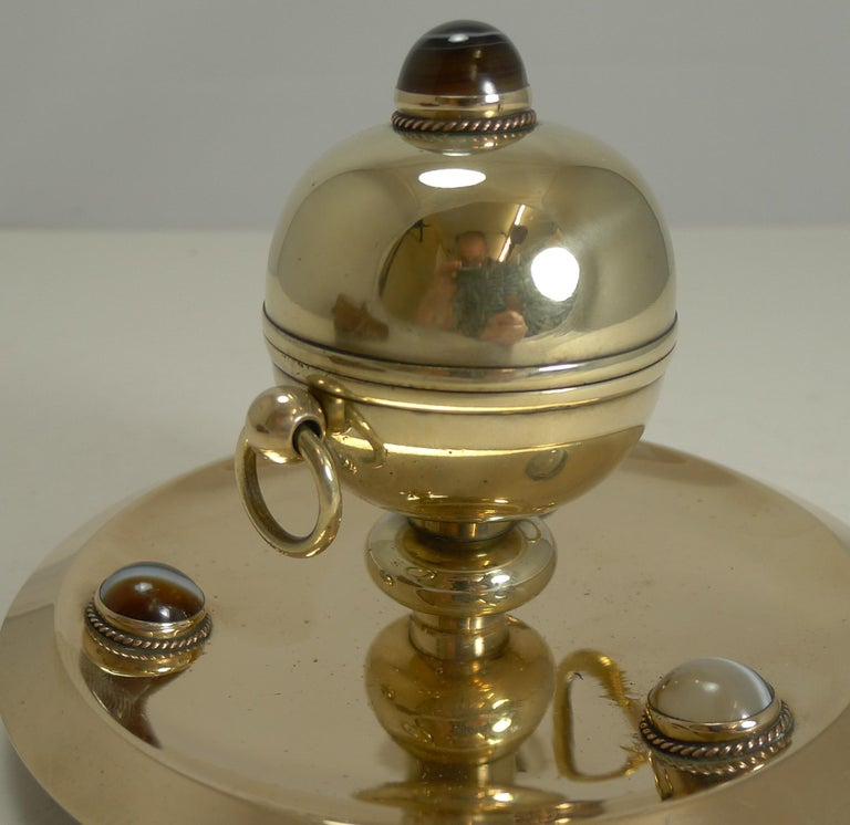 Late Victorian Smart Antique English Polished Brass and Bronze Inkwell, Agate Mounts circa 1880 For Sale