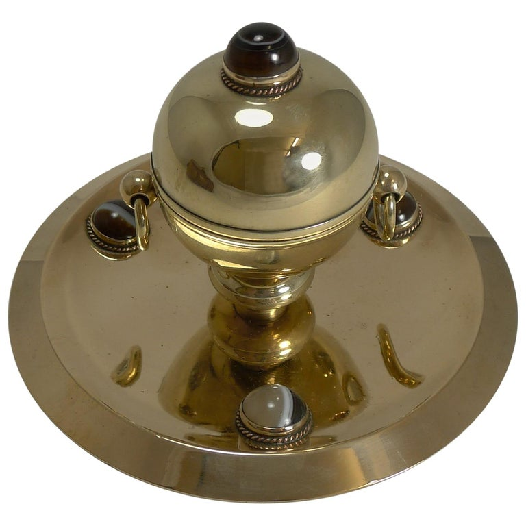 Smart Antique English Polished Brass and Bronze Inkwell, Agate Mounts circa 1880 For Sale