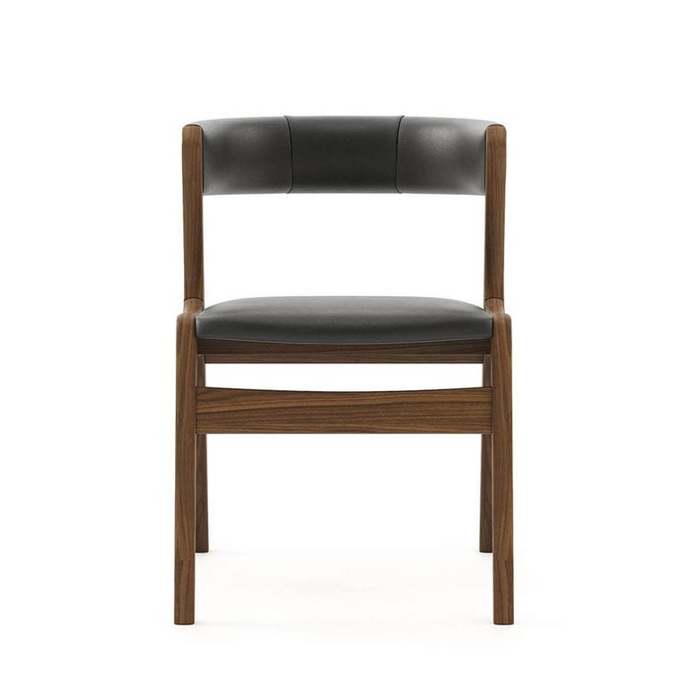 Chair smart walnut in solid walnut wood.