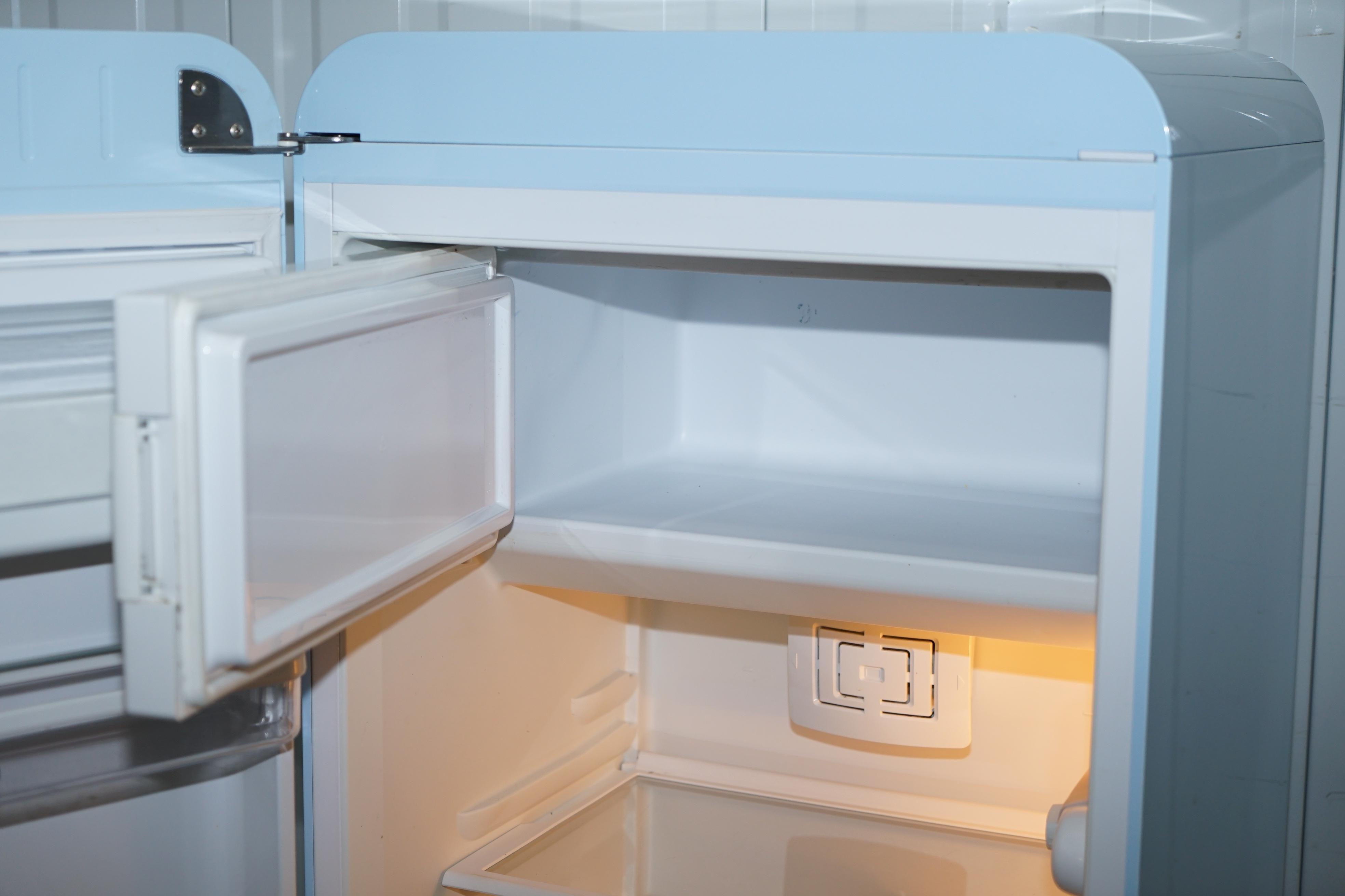 Smeg Kühlschrank Ohne Gefrierfach : Smeg pastellblauer fab l kühlschrank mit gefrierfach klassisch