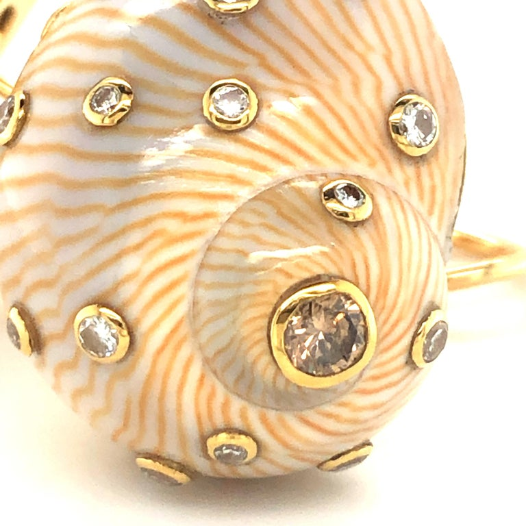 Snail Shell Earrings with Diamonds in Yellow Gold 18 Karat In Good Condition For Sale In Lucerne, CH