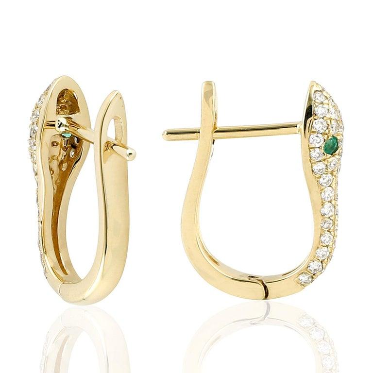 Contemporary Snake Diamond Emerald 18 Karat Gold Huggie Earrings For Sale