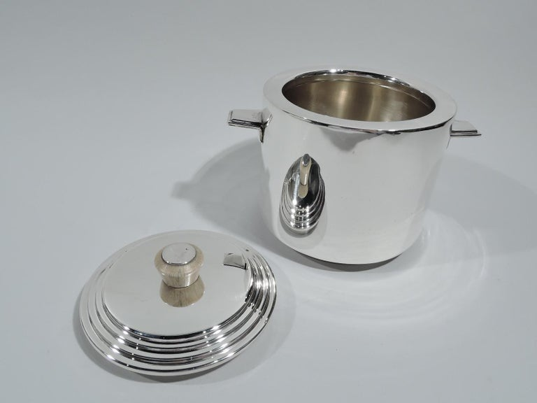 Snazzy English Art Deco Sterling Silver Ice Bucket In Excellent Condition For Sale In New York, NY