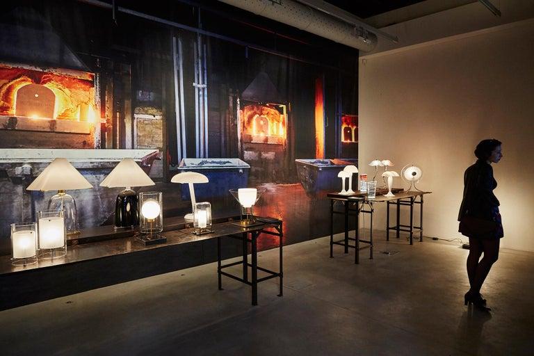 Italian Snodo Carlo Moretti Contemporary Milk White Murano Glass Table Lamp For Sale