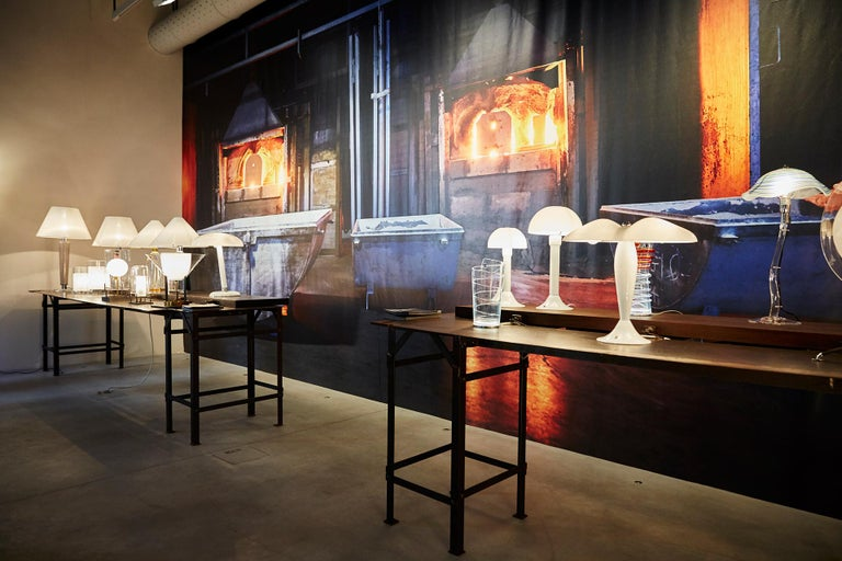 Snodo Carlo Moretti Contemporary Milk White Murano Glass Table Lamp In New Condition For Sale In New York, NY