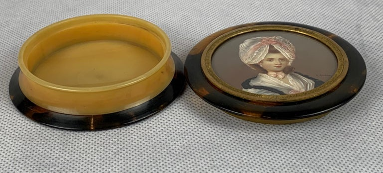 Georgian Miniature Portrait of a Lady on a Round Snuff Box-England, 19th c. For Sale