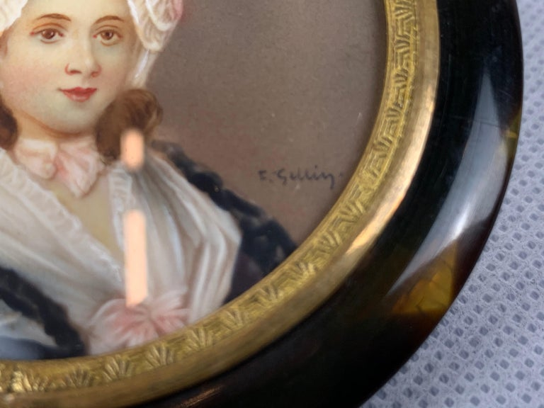 English Miniature Portrait of a Lady on a Round Snuff Box-England, 19th c. For Sale