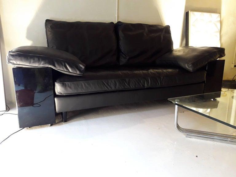 SOFA '.  Black leather sofà  ,  Production Knoll.Designer Florence Knoll .