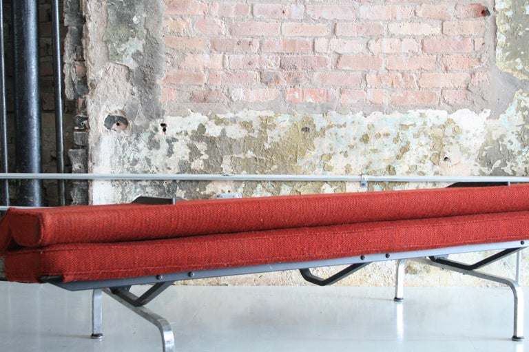Sofa Compact by Ray and Charles Eames for Herman Miller In Good Condition For Sale In Chicago, IL