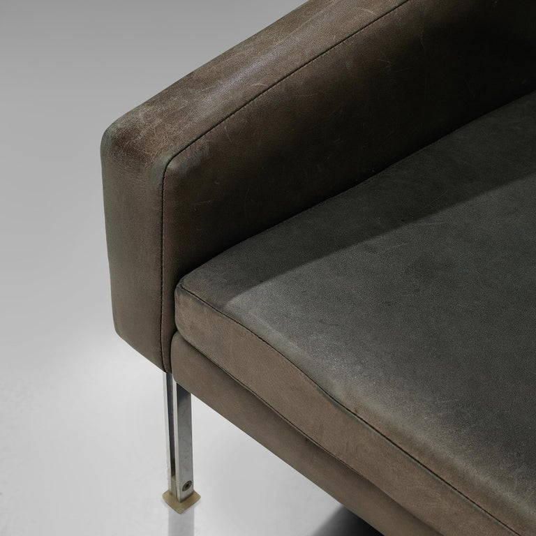 Sofa in Grey Leather and Chrome For Sale 4