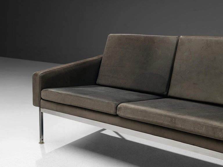 Late 20th Century Sofa in Grey Leather and Chrome For Sale