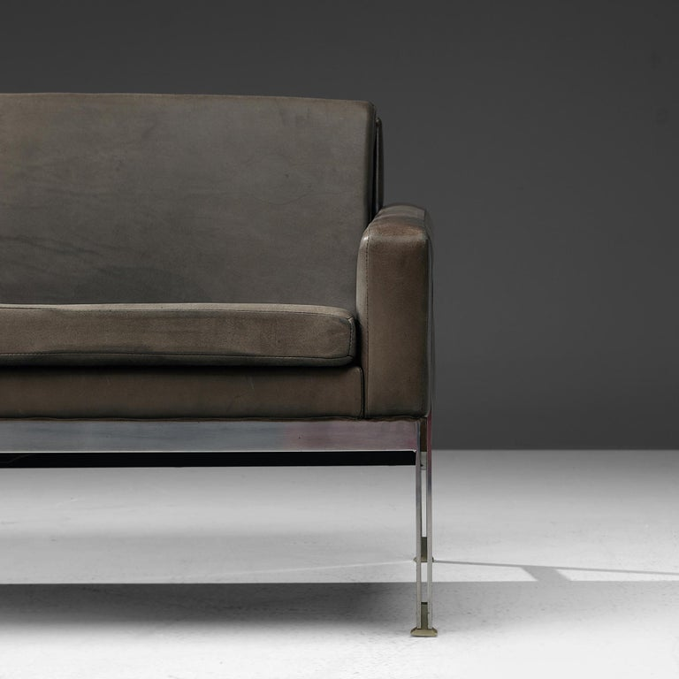 Sofa in Grey Leather and Chrome For Sale 1