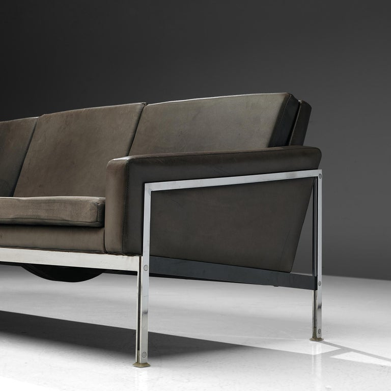 Sofa in Grey Leather and Chrome For Sale 3