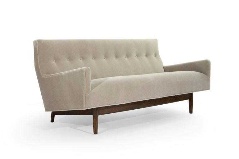 Fully restored down to its bones, fitted with handcut high density foam. Newly upholstered in natural mohair by Schellens. Walnut base in perfect condition.