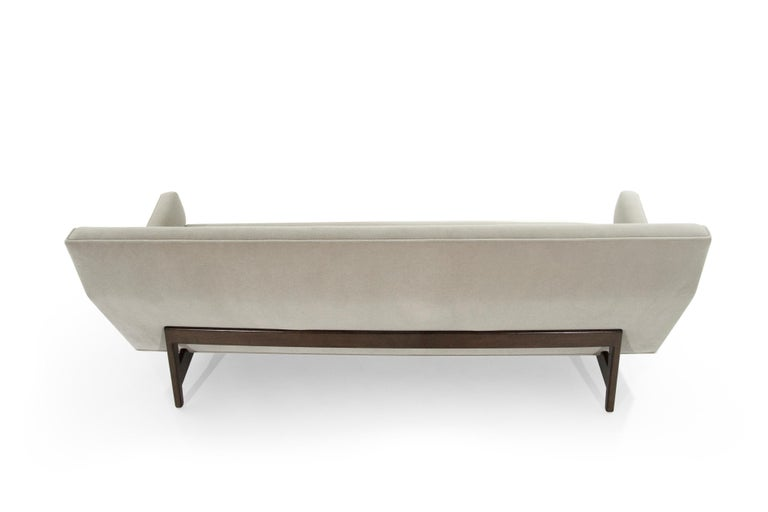 Sofa in Natural Mohair by Jens Risom, Model U-150 In Excellent Condition For Sale In Stamford, CT