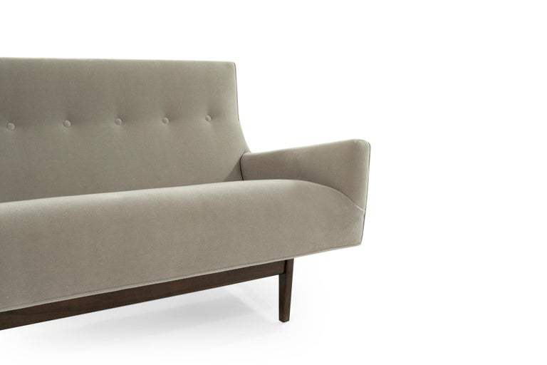 Sofa in Natural Mohair by Jens Risom, Model U-150 For Sale 1