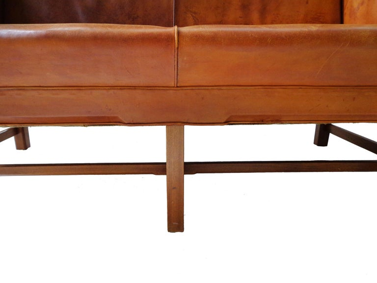 Sofa Model 5011 in Original Cognac Leather by Kaare Klint for Rud Rasmussen In Good Condition For Sale In Amsterdam, NL