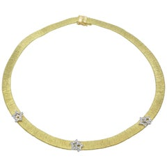 Soft Gold Mesh Necklace with Diamond Star Motif, 1970, Italy, 18 Karat