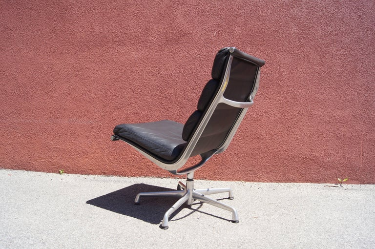 Soft Pad Armless Executive Chair by Charles and Ray Eames for Herman Miller In Excellent Condition For Sale In Boston, MA