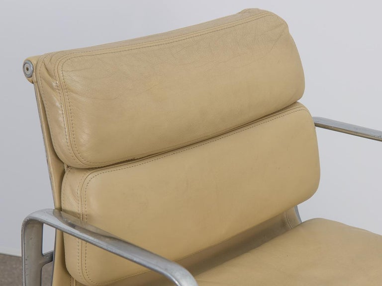 Soft Pad Management Swivel Chair For Sale 1