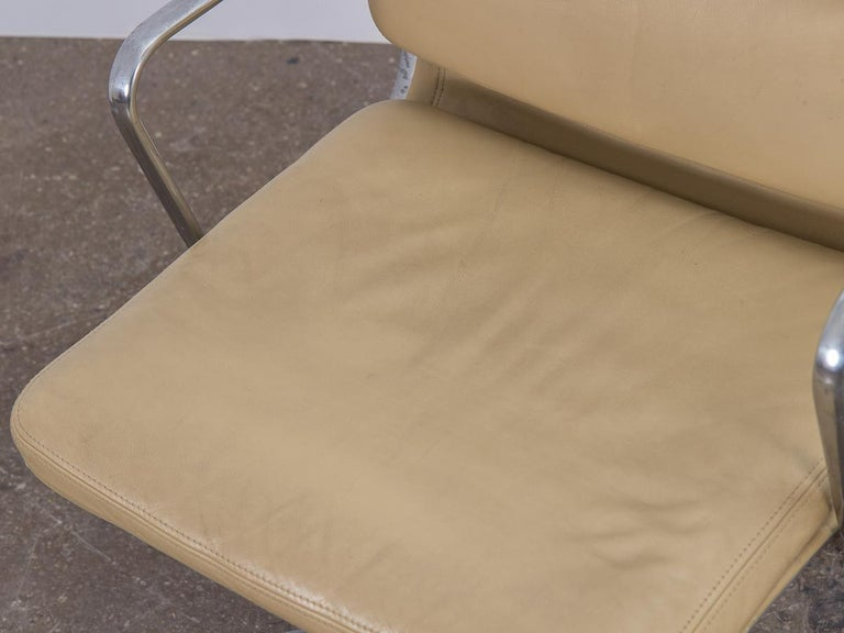 Soft Pad Management Swivel Chair For Sale 2