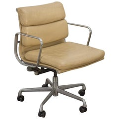 Soft Pad Management Swivel Chair