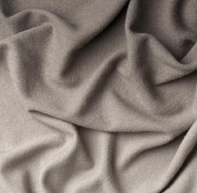 This ultra light imperceptible yarn is the result of a careful selection of the most precious Australian merino wool fibre on the market.  Composition: 100% merino wool.