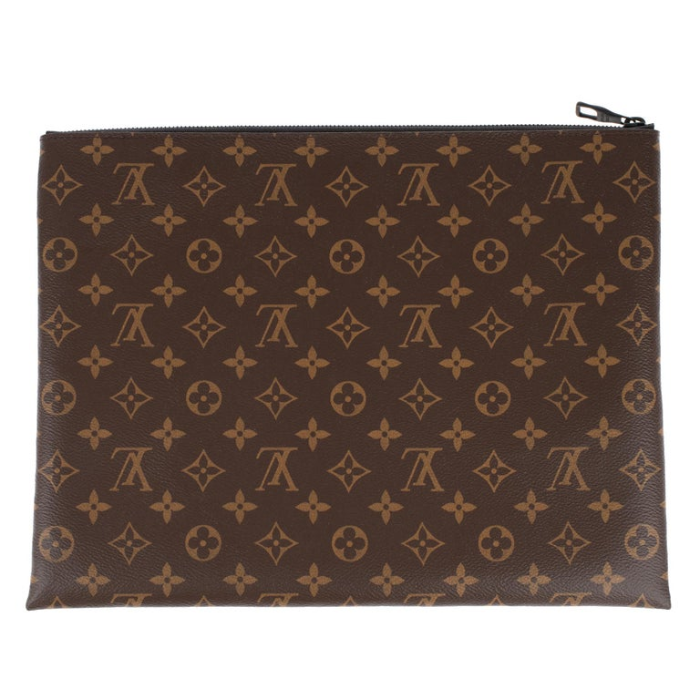 SOLD OUT - Limited Edition Pouch Louis Vuitton Collection Virgil Abloh 2019 in monogram canvas.  Men's Spring-Summer 2019 Limited Edition Fashion Show  Dimensions: 35 * 27 cm.  New, never worn with box and dustbag