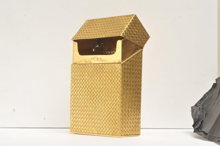 Solid 18 Karat Gold Cigarette Box In Excellent Condition For Sale In Nantucket, MA