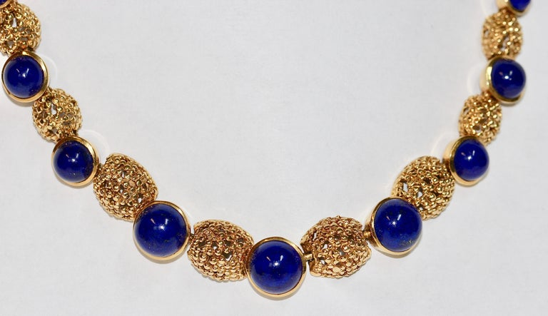 Solid 18 Karat Gold Necklace with Lapis Lazuli In Good Condition For Sale In Berlin, DE
