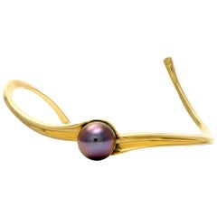 Solid 18 Karat Gold Tahitian Pearl Cuff Bracelet Excellent Condition, 16.5 Grams