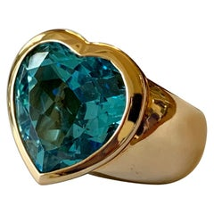 Solid 18 Karat Rose Gold Ring with Heart Shaped Blue Topaz by Sueños Switzerland
