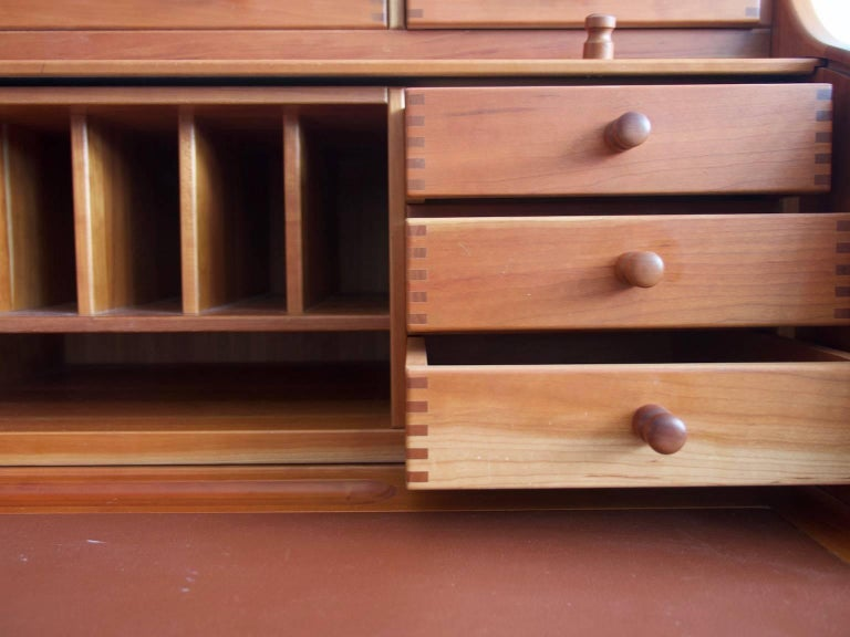 Solid American Cherrywood Writing Desk by Andreas Hansen In Good Condition For Sale In Madrid, ES