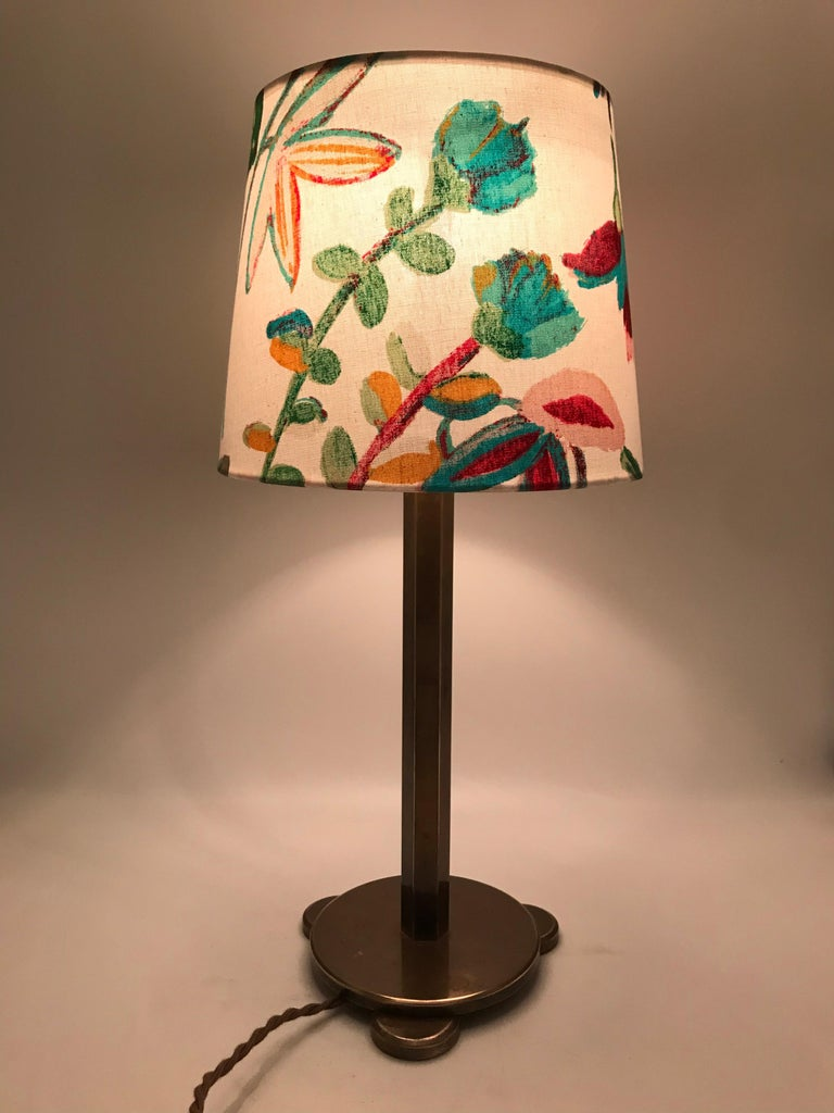 Solid brass Art Deco table lamp from the 1920s The 1920s-1930s was a ground breaking period in design and quality and it's evident in this lamp from the beautifully balanced stepped solid brass base with its solid brass 6 sided stem. This stunning