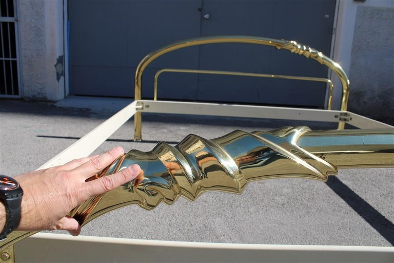 Solid Brass Curved Bed Italian Design 1970s Lipparini Made in Italy Gold For Sale 5
