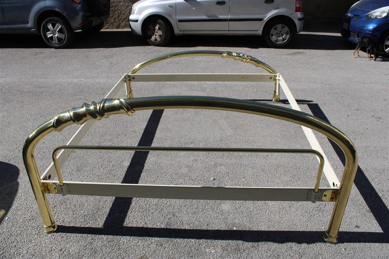 Solid Brass Curved Bed Italian Design 1970s Lipparini Made in Italy Gold For Sale 12