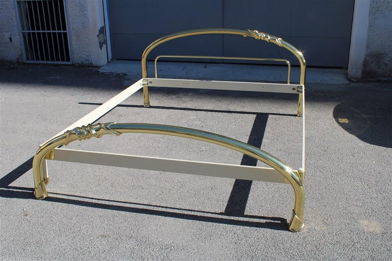 Solid Brass Curved Bed Italian Design 1970s Lipparini Made in Italy Gold For Sale 15