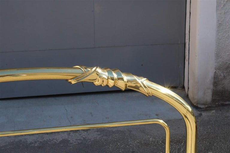 Solid Brass Curved Bed Italian Design 1970s Lipparini Made in Italy Gold In Good Condition For Sale In Palermo, Sicily