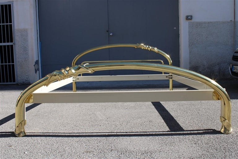 Solid Brass Curved Bed Italian Design 1970s Lipparini Made in Italy Gold For Sale 3