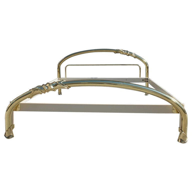 Solid Brass Curved Bed Italian Design 1970s Lipparini Made in Italy Gold For Sale