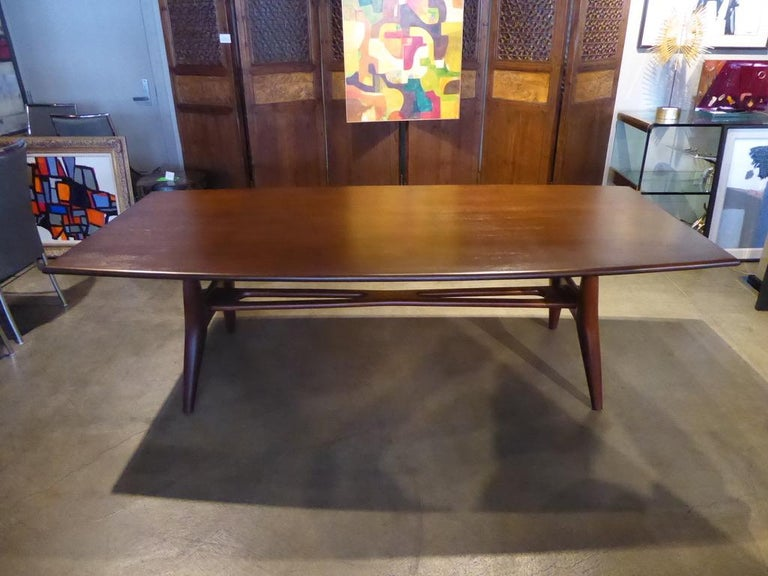 Solid Mahogany Dining Table Attributed to Monteverdi-Young, circa 1950s For Sale 4