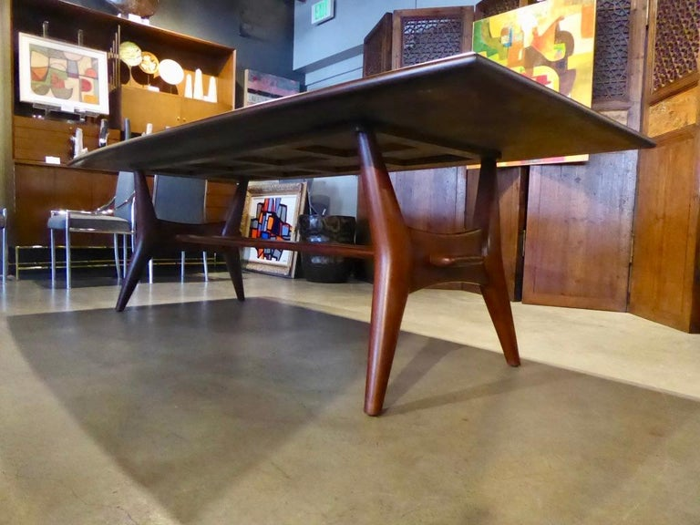 American Solid Mahogany Dining Table Attributed to Monteverdi-Young, circa 1950s For Sale