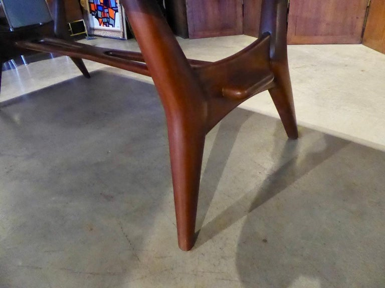 Solid Mahogany Dining Table Attributed to Monteverdi-Young, circa 1950s In Excellent Condition For Sale In Palm Springs, CA