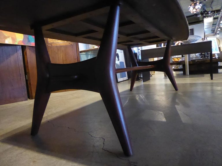Solid Mahogany Dining Table Attributed to Monteverdi-Young, circa 1950s For Sale 3