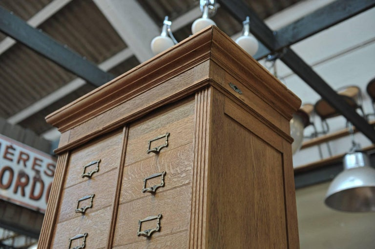 Solid Oak Notarial Sliding doors and drawer System  Cabinet circa 1900 In Good Condition For Sale In Roubaix, FR
