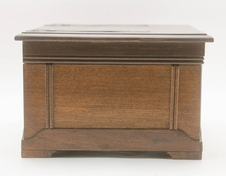 Solid Oak Arts & Crafts Box with Decorative Brass Work, circa 1930 In Good Condition For Sale In Verviers, BE