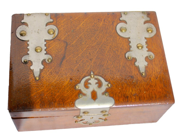 Solid oak Arts & Crafts box, Austria, circa 1890.