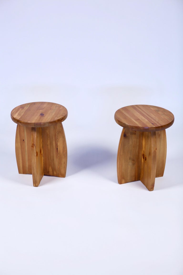 A nice pair of Scandinavian pine stools in the style of Axel Einar Hjorth. Executed in Sweden in the 1950s. Good overall condition with small signs of usage.