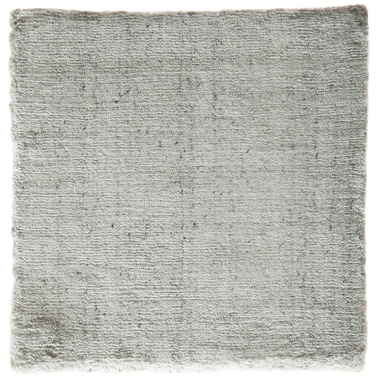 White and Silver Speckled Bamboo Silk Solid Hand-loomed Contemporary Tonal Rug  For Sale