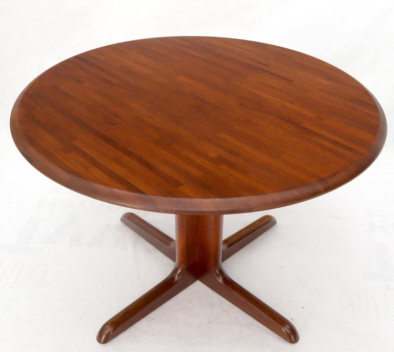 Solid Teak Danish Mid-Century Modern Round Dining Dinette Table In Good Condition For Sale In Rockaway, NJ